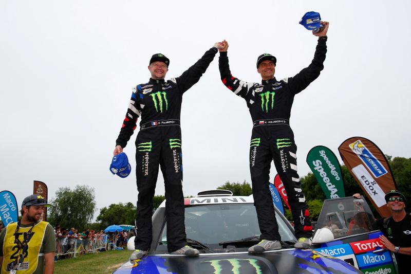 A MINI sorozatban negyedik abszolút győzelmét ünnepli a Dakar Ralin