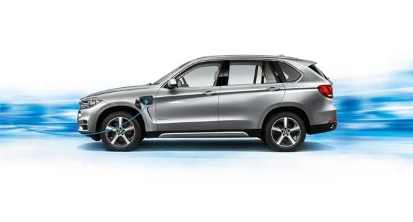 Korszerű és elegáns a BMW X5 xDrive40e hibrid autó