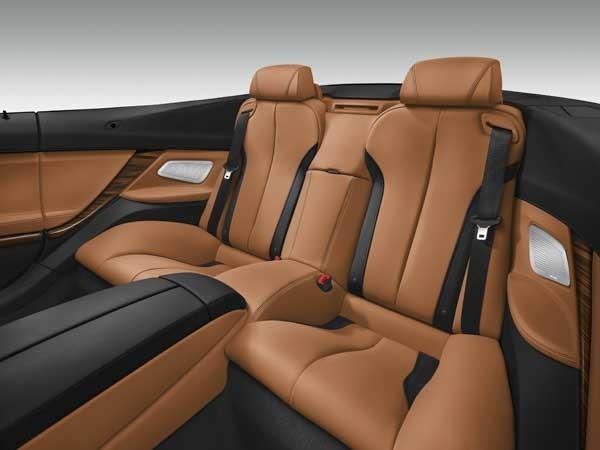 Az új BMW 6-os Coupé hátsó ülései is kényelmesek, igaz, csak ketten férnek el