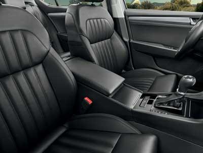 Škoda Superb Combi autó kényelmes utastér