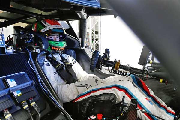 A spanyolországi Jerez de la Frontera versenypályáján a BMW Motorsport DTM Young Driver Test során használt autó belseje