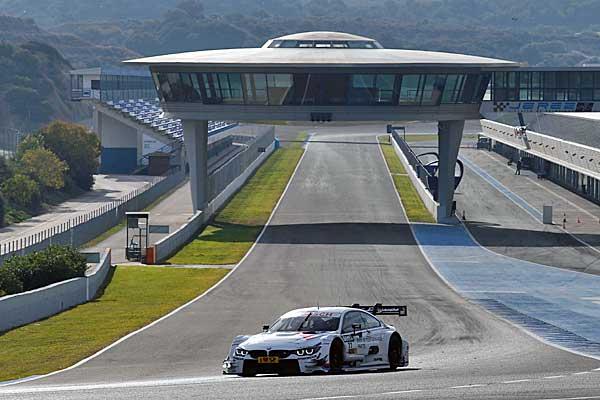 A spanyolországi Jerez de la Frontera versenypályáján a BMW Motorsport autója