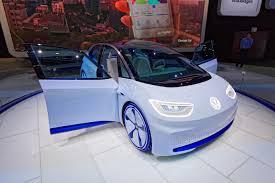 Az I. D. VIZZION genfi világpremierjével szemlélteti a Volkswagen a korszerű I. D. modellekben rejlő lehetőségeket