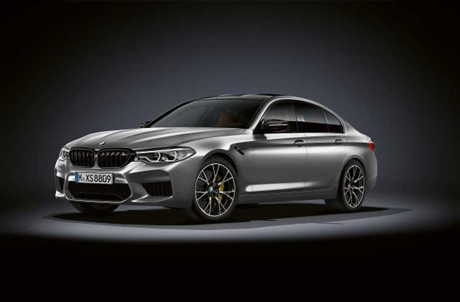 A modern BMW M5 Competition