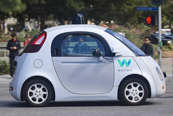 NMHH-piackutatás: a válaszadók negyede használna önvezető gépkocsit