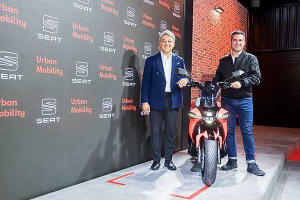 A Seat új részleget csinál, amely elősegíti a települési mobilitást, és prezentálta az e-Scooter tanulmányt