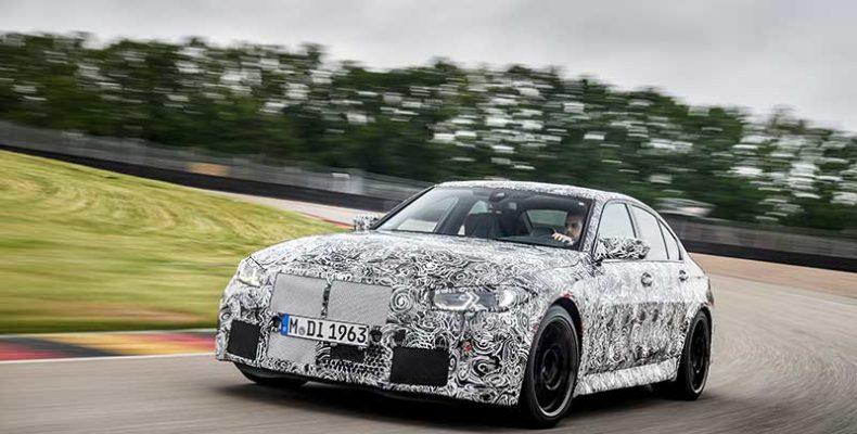 Véghajrá a rajtrács első sorába: versenypályán az új BMW M۽ limuzin és az új BMW M4 Coupé