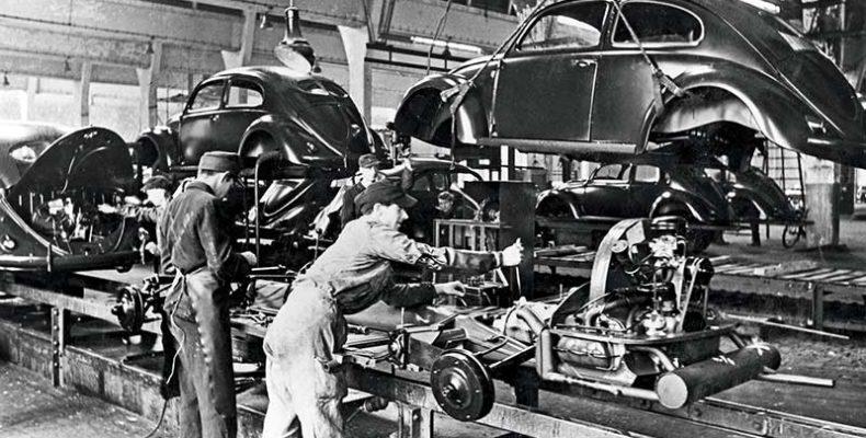 75 évvel ezelőtt kezdődött a Volkswagen Beetle sorozatgyártása Wolfsburgban